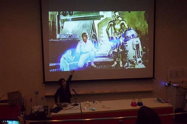 スターウォーズのレイア姫ホログラムについて語るKMD南澤先生。「物理的に触れて、フィードバックも来るホログラム」を開発