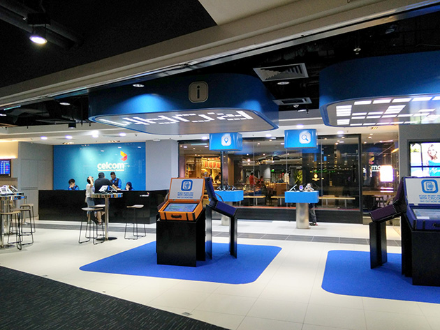 クアラルンプール国際空港・klia2には広々としたCelcom Axiataの販売店が設置されている。