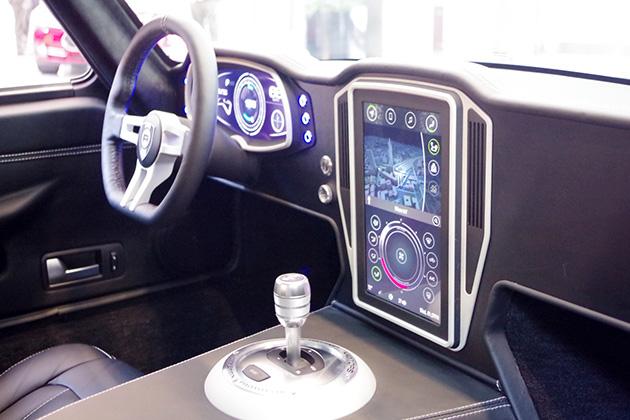 会場ではディスプレイシステムを搭載した車両が展示されていたほか、実際に運転できるプログラムも用意されていた。
