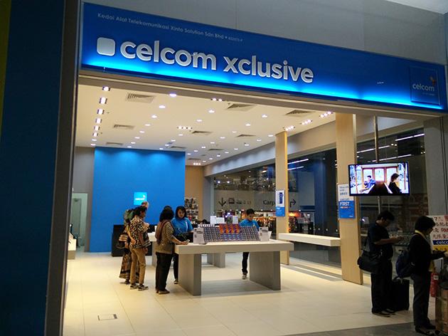 クアラルンプール国際空港内にあるCelcom Axiataの販売店。