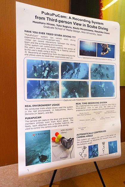 慶応大学メディアデザイン研究科の Masaharu Hirose, Yuta Sugiyama, Kouta Minamizawa, Masahiko Inami によるPuKuPuCam。スキューバダイビング時に浮力をつけたアクションカメラを携帯して、自分のダイビングの様子を第3者視点で見れるカメラ