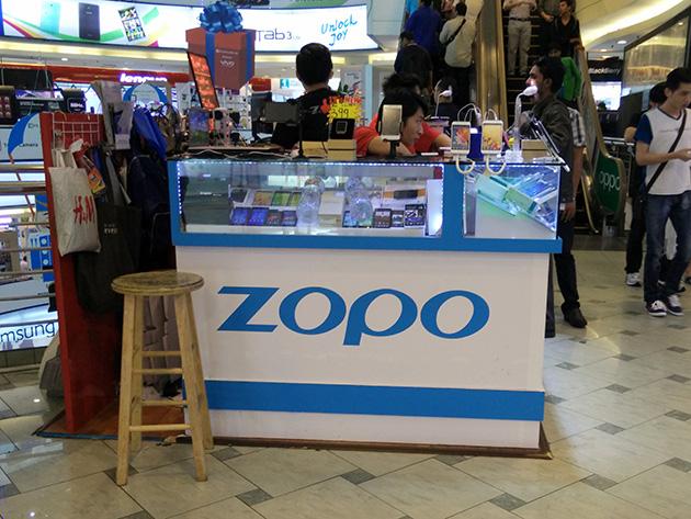 ZOPOの販売ブース。複数のスマートフォンをマレーシアで販売している。