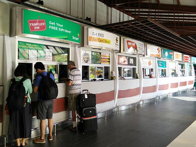 プノンペン国際空港にはExcellを除いたすべての移動体通信事業者がブースを構える。もちろん、Beeline Cambodiaのブースも設置されている。