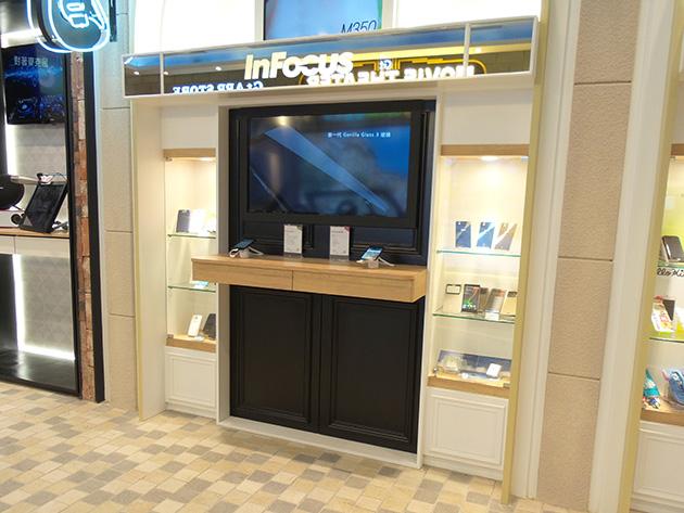 Foxconnグループ傘下の三創数位(Sanchuang Digital)が運営を手掛ける三創生活園区(SYNTREND)に入居する亞太電信の体験館にはInFocusブースのスペースが広めに確保されている。