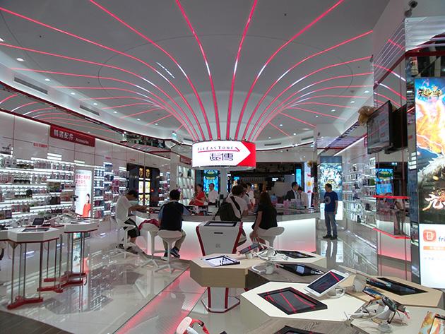 遠傳電信の直営店店内。遠傳電信はWiMAXサービスを終了する前からLTEサービスを提供している。