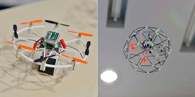 岡田氏が開発したマイクロドローン。写真右の機体には、壁、天井、床などにぶつかっても破損しないようにフレームを取り付けた。