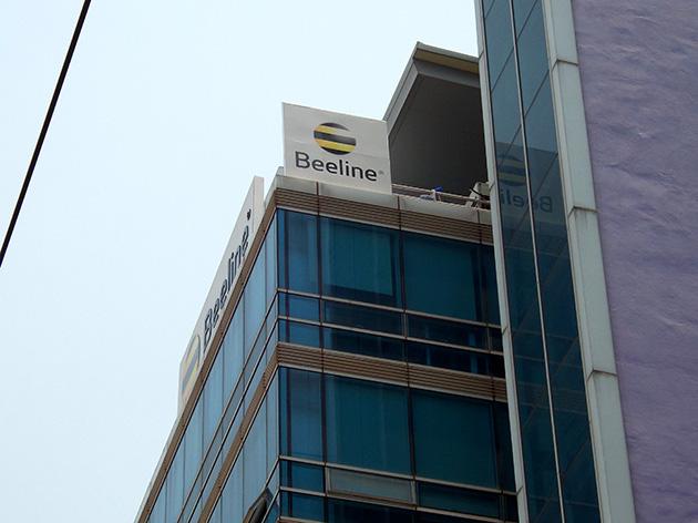 Beelineの本社ビルにはBeelineの看板が確認できる。