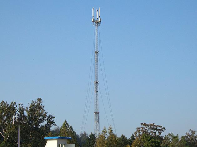 綾羅遊戯場内に設置されている鉄塔タイプのCHEO Technologyの基地局。