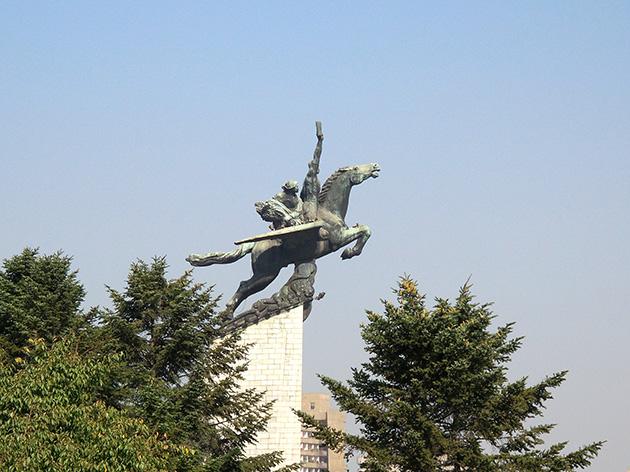 平壌の観光スポットとなっている千里馬銅像。