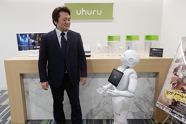 Uhuru受付にいるPepperも、IoTにつながるデバイスの一つだ