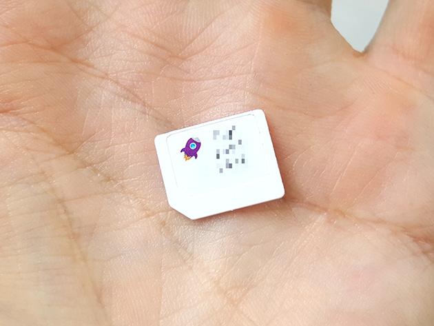 MyRepublicのSIMカードにはシンボルマークのロケットが印刷されている。