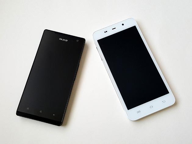 Arirangシリーズのスマートフォン。左からArirang AS1201、Arirang AP121。