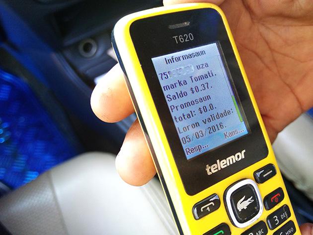 タクシーの運転手はタクシーが必要であれば連絡するよう電話番号を教えてくれることがある。VTLの電話番号はよく遭遇し、Telemorブランドのベーシックフォンも見かけた。