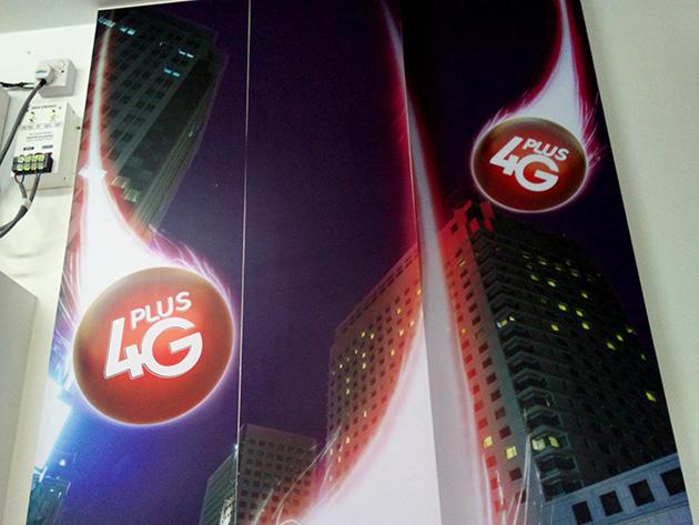 Ooredoo Myanmarの本社併設となる販売店で4G Plusを宣伝していた。
