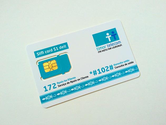 TTのSIMカード。東ティモールで神聖視されるワニの絵柄が描かれている。