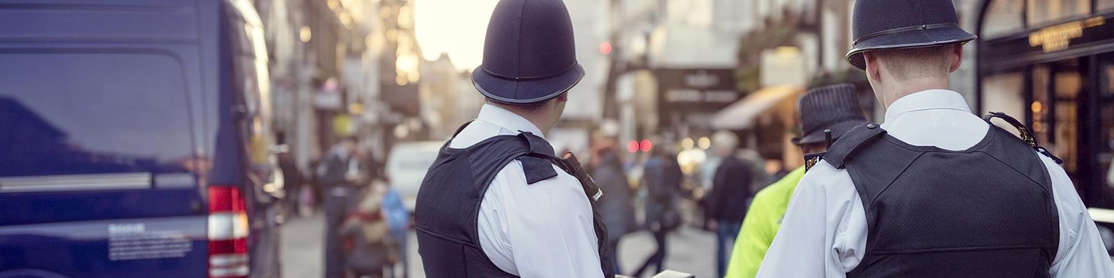 ロンドン 警察 自動車