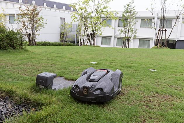 芝刈りロボット