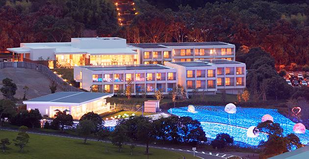 『変なホテル』外観 イーストアーム 2015年7月オープン(建築:東京大学生産技術研究所) 写真提供:ハウステンボス株式会社