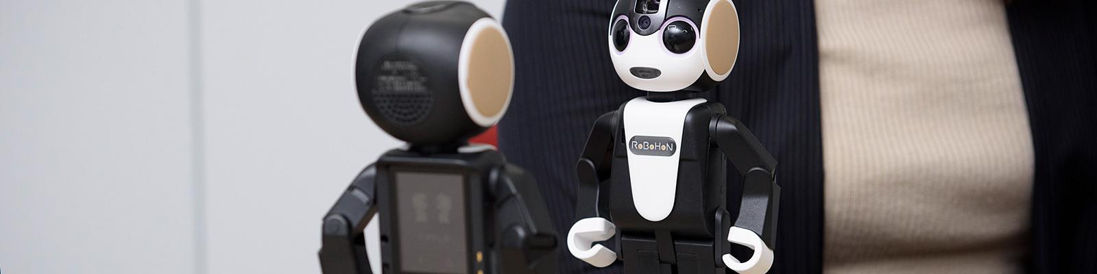ロボット型スマートフォン「RoBoHoN(ロボホン)」