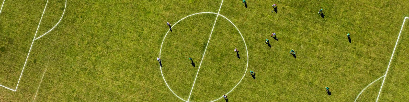 サッカー 俯瞰 イメージ