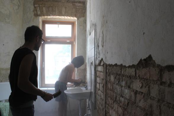 セルフリノベーション中の「増改築ハウス」