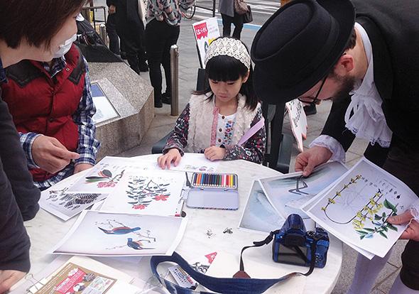 シーボルトの小倉図鑑編さんを手伝う参加者たち。