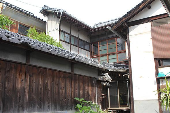 回収したのは呉服屋として建てられてという明治時代築の長屋