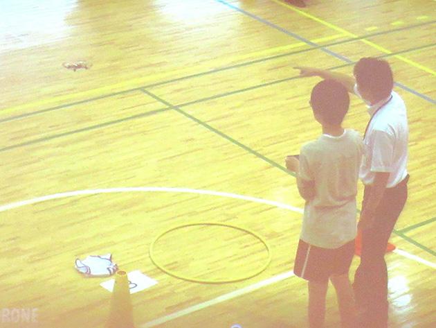 駒形氏は、ドローンを活用したプログラミング体験も東京の小学校で開催している。