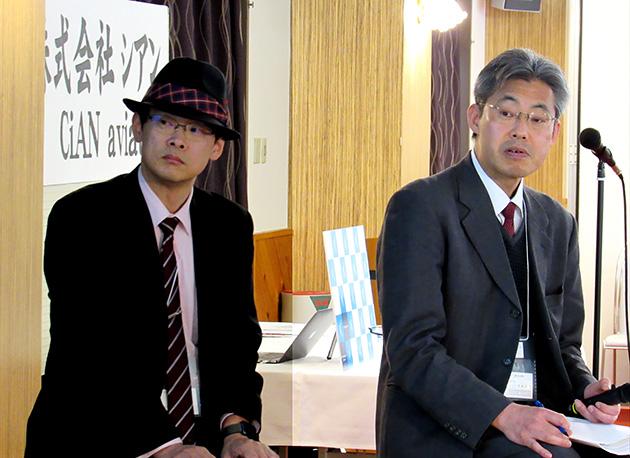 三者によるトークセッション「2020年、小学校プログラミング教育の必須化に向けて」。写真左から、小酒井氏、伊藤氏。