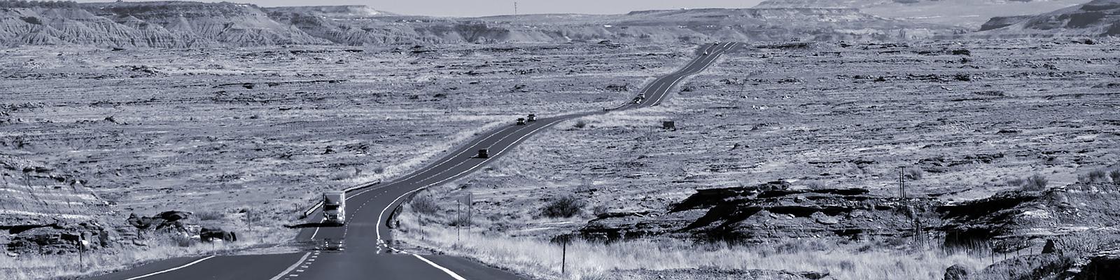 荒野 交通 トラック イメージ