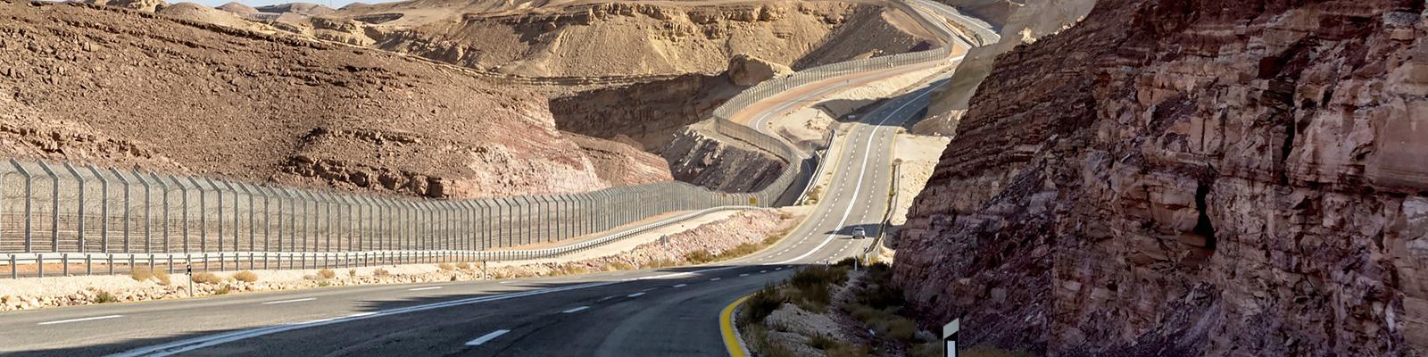 イスラエル 砂漠 高速道路 イメージ
