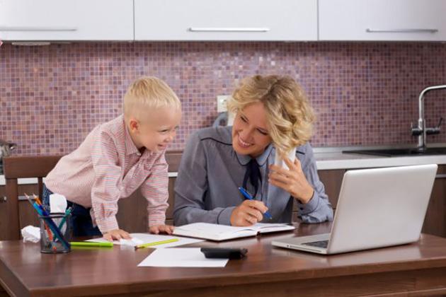 仕事と子育ての両ドリ(写真はイメージです)
