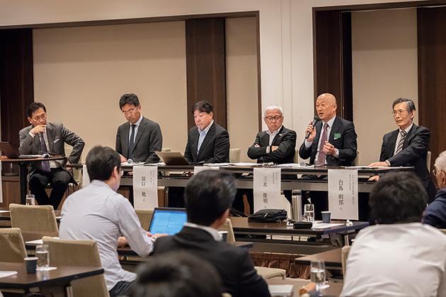 モデレーターを努めたアクアビット 代表取締役の田中 栄氏(左端)と5人のパネリスト