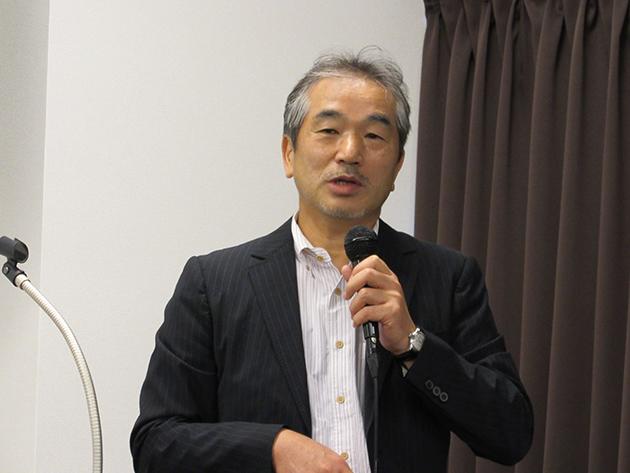 「創生する未来」の代表理事 伊嶋謙二氏が司会をする様子