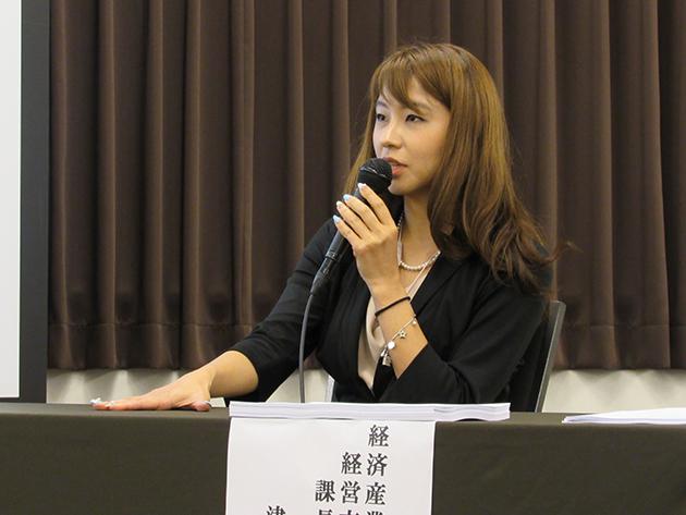 経済産業省 中手企業庁 経営支援本部 課長補佐 津脇慈子氏登壇の様子