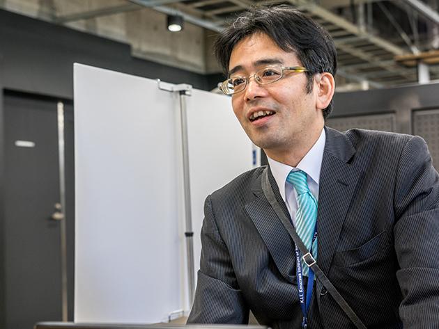 金沢工業大学 産学連携局 連携推進部 連携推進課長 林 学さんへのインタビューの様子