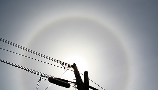 太陽の暈 ©岩槻秀明