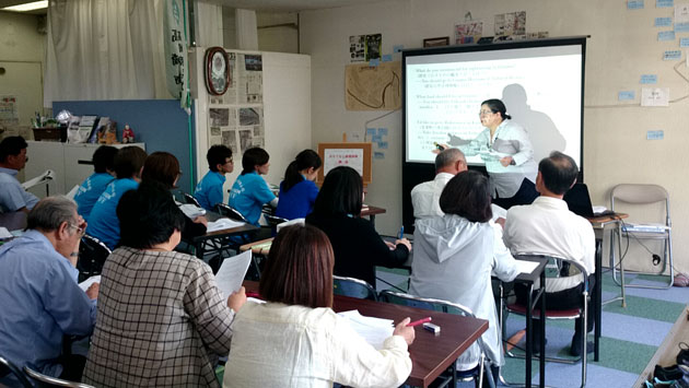 富岡市内観光事業者対象の、おもてなし基礎英語講座の様子