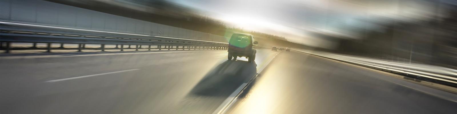 高速道路 自動車 眠気 イメージ