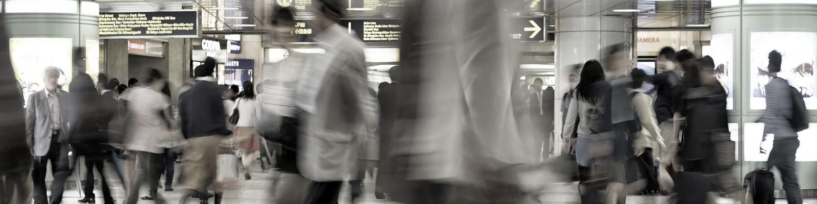 新宿 駅 混雑 イメージ