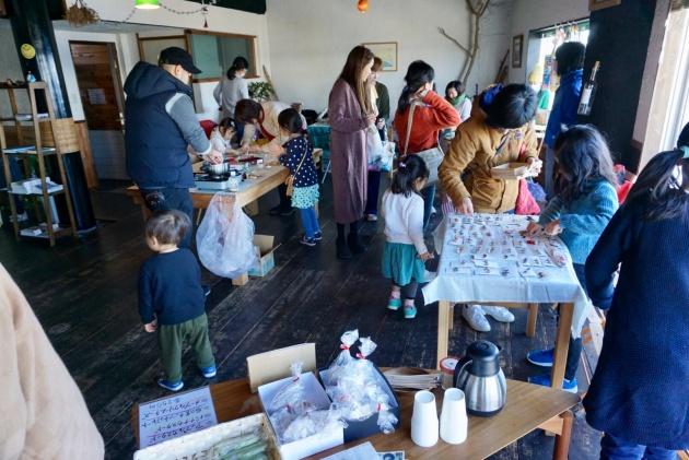 コミュニティカフェ・Kichiでのイベントの様子。多くのお客さんが訪れた