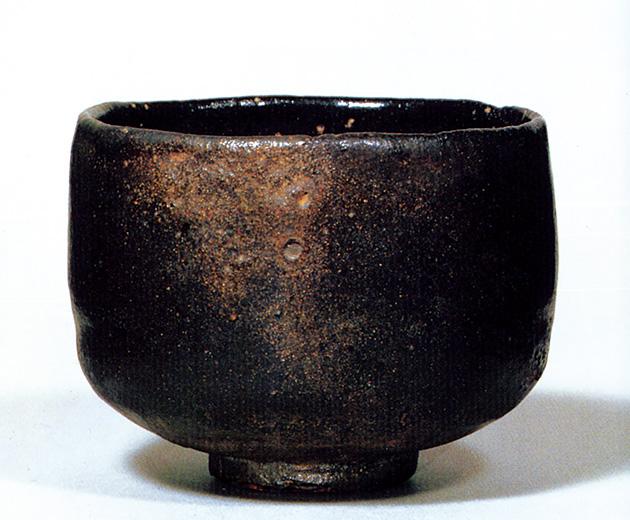 図5──利休が愛した黒楽茶碗。(『図説 利休──その人と芸術』村上康彦、河出書房新社、1989)