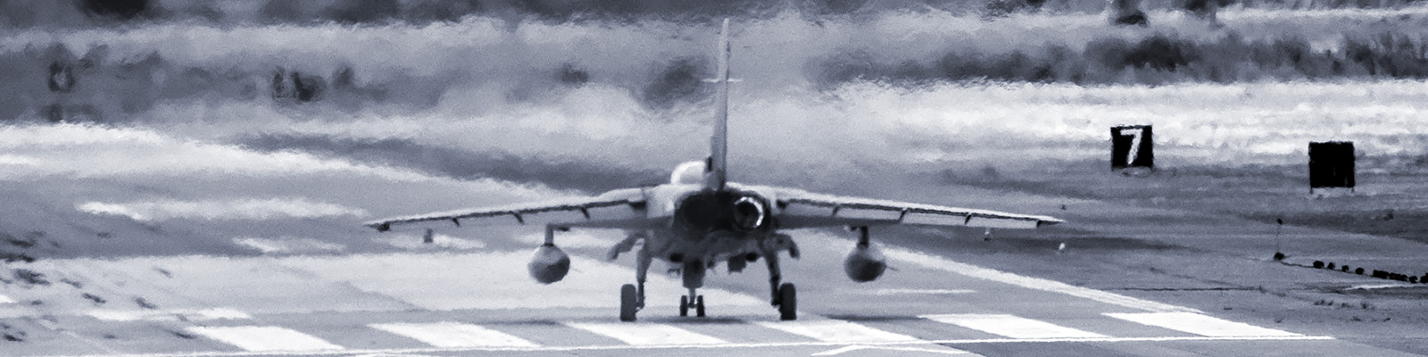 戦闘機 イメージ
