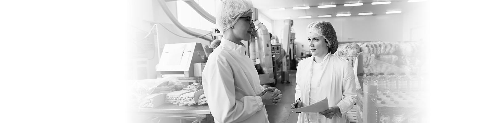 女性 工場 労働 イメージ
