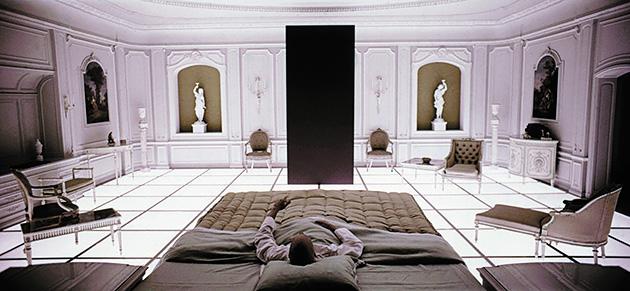 図1──『2001年宇宙の旅』のワンシーン、影のない部屋。
