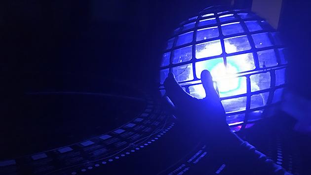 写真3 地球儀の振り子