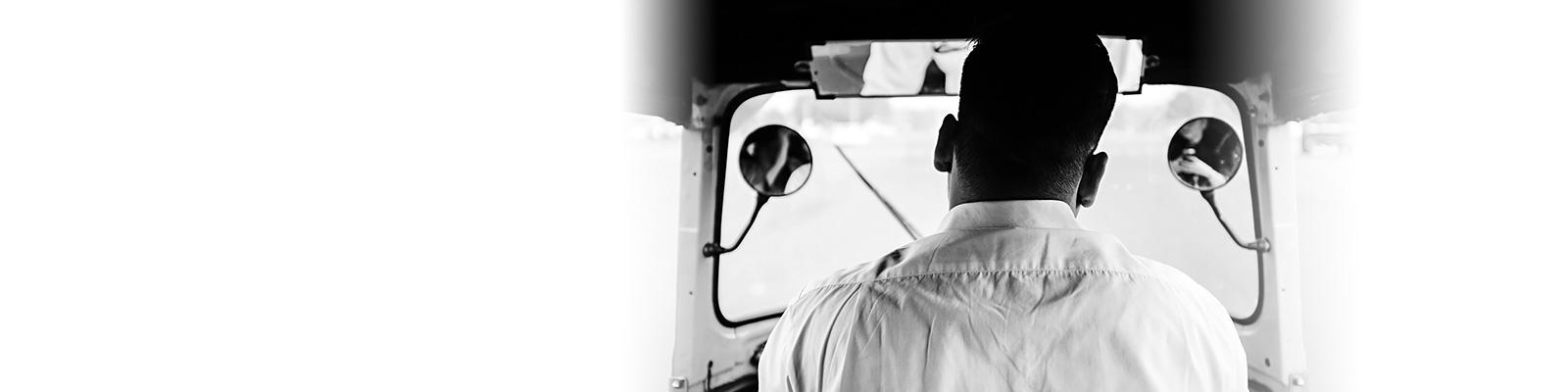 インド タクシー 運転手 イメージ