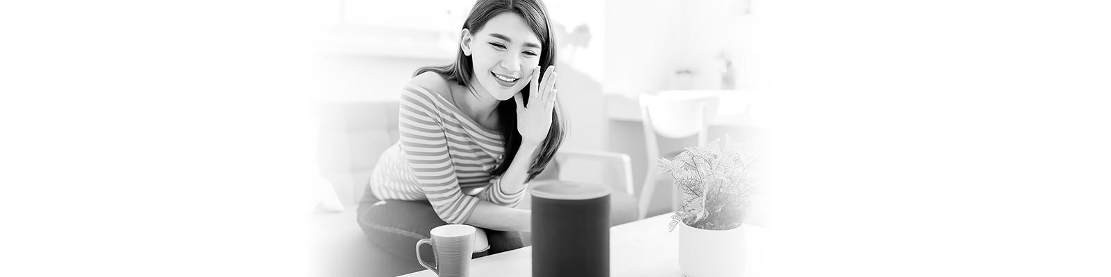 スマートスピーカー アジア人女性 イメージ