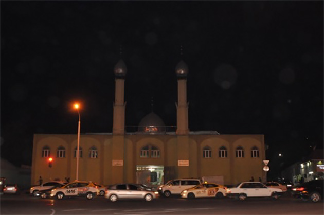 ドゥシャンベ市内のモスク。ムスリムの多い国ではいくらでも見られるが、タジキスタンには多くない。(写真:Tomo Odagiri)