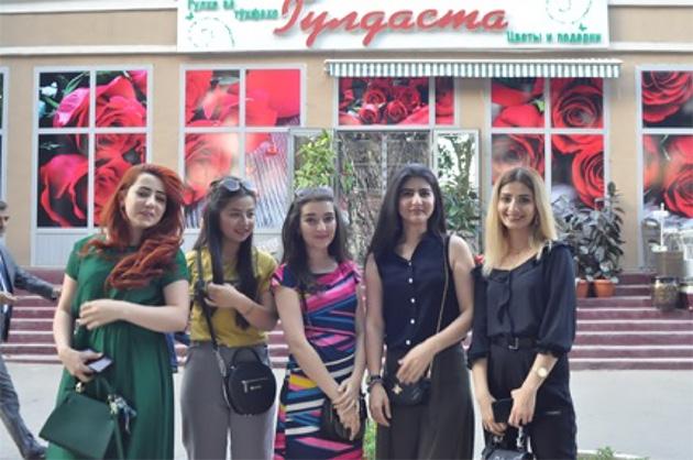 後述するが、タジキスタンはムスリムが多いにも係わらずヒジャブを着用していない人が多い。(写真:Tomo Odagiri)